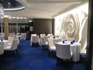 The dining room at Blu, the healthy eating restaurant on Celebrity Cruises